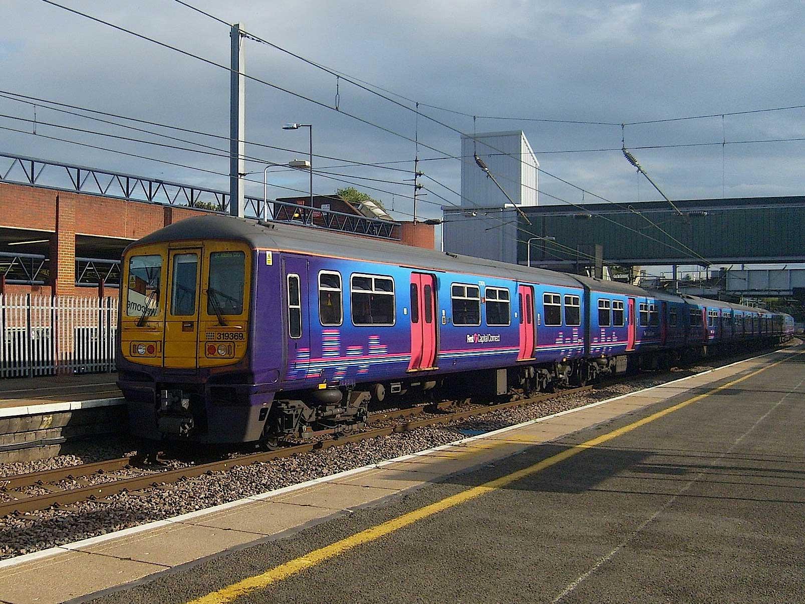 Class 319 Yellow